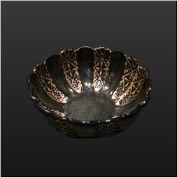 品 番:1541070013 商品名:菊割深向付 黒柚子内外印判手赤地紋 サイズ:145×145×H65
