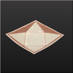 品 番:1541140007 商品名:菱型高台6.5寸皿 錦赤絡み紋 サイズ:210×270×H50