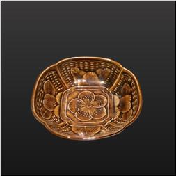 品 番:1541130002 商品名:花彫3.5寸木甲皿 飴釉 サイズ:107×104×H32