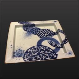 品 番:1541140009 商品名:鍔付正角盛皿 染付地紋丸紋 サイズ:288×288×H32