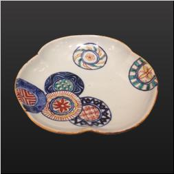 品 番:1571110001 商品名:洲浜型皿 色絵丸紋 サイズ:164×159×H26