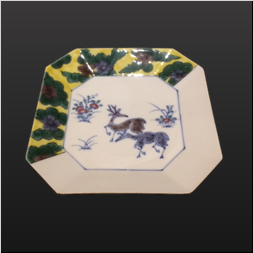 品 番:1571110003 商品名:4.5隅切皿 鹿の図 サイズ:135×135×H25